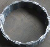 電流を通された鋼線かみそりの有刺鉄線