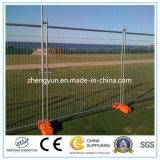 O PVC revestiu a cerca provisória da construção de 6FT