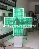 Cruz enfrentada dobro ao ar livre da farmácia do diodo emissor de luz
