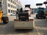 Individu chargeant le camion mobile de mélangeur concret de la colle pour le mélange