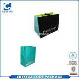 Bolso de compras del papel popular con insignia de encargo