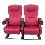 La Cina che agita la disposizione dei posti a sedere poco costosa della sala della presidenza del teatro della sede del cinematografo (EB03)