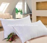 灰色のアヒルの満ちるスリープの状態である枕