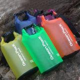 Nuovo OEM 2017 che trasporta il sacchetto con una zattera asciutto impermeabile di colore su ordinazione di nuoto