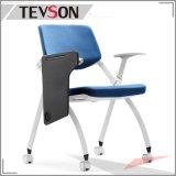 Chaise de formation pliée avec tablette