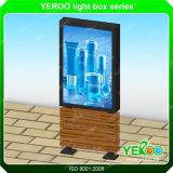突き出されたアルミニウム物質的なポスター広告の自由な立場Lightbox