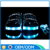 O diodo emissor de luz por atacado ilumina acima sandálias da mulher