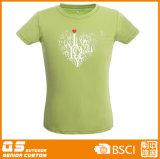 Sport di modo delle donne che eseguono maglietta