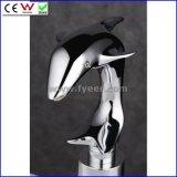 Grifo solo del sensor del delfín que golpea el grifo automático del lavabo (QH0125)