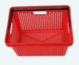 avec le panier à provisions en plastique de supermarché de poignée