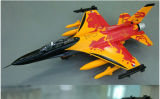 Modelo grande del aeroplano de la escala con el motor sin cepillo