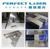 Haciendo publicidad de la iluminación pone letras a la máquina del soldador del laser de la fibra