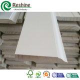 幅木か発動を促される包装または王冠木形成の白