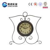 El reloj de pared de acero