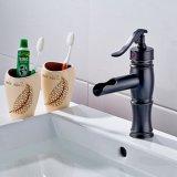 O petróleo do Faucet da bacia fricionou o Faucet de bronze da cachoeira do banheiro do dissipador