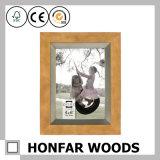 Cornice di legno classica del paese per la decorazione della parete