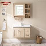 La parete bianca ha appeso il Governo di stanza da bagno di legno con lo specchio (GSP9-002)