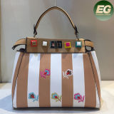De Zakken van de Vrouwen Pu van de Bloemen van dame Handbags Guangzhou Supplier Embroidered met Acryl Beslagen Sy8260