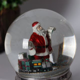 Bol de van uitstekende kwaliteit van de Sneeuw van Kerstmis van de Hars met Zilverachtige Basis