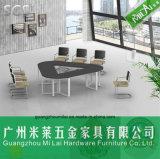 白い机の足を搭載する新しい現代優雅な様式のオフィスの会合表
