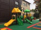 美しく小さいセットの学校のための屋外の運動場装置