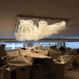 El vidrio blanco moderno y de la manera florece la lámpara pendiente con el hotel