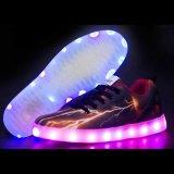 2016の方法PUの女の子のフラッシュ照明運動靴の大人USB Recahrgeable LEDの靴