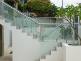 Frameless изогнуло стеклянную балюстраду балкона загородки бассеина Railing