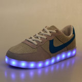 LEDの靴を実行する新式の普及した男女兼用LEDの軽いスポーツの靴の白熱