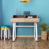 Mesa de escrita de madeira em design moderno
