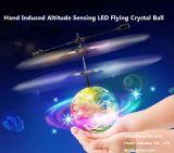 De aanleidinggevende Helikopter van de Bal van de Disco van het Kristal Vliegende