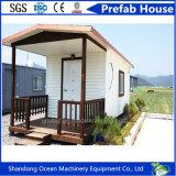 휴가 동안 조립식 콘테이너 집 또는 사무실 또는 작업 또는 홈