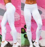 Pantalon blanc de sports de guêtres de yoga de femmes de forme physique plissé par coutume d'OEM d'usine avec la maille