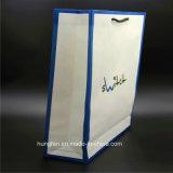 Impresión en color de Pantone en la bolsa de papel blanca de Kraft para la ropa
