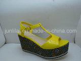 Законченный PU Lady Shoes с Wedges Style