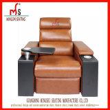 Sofa en cuir du cinéma VIP avec le support de cuvette