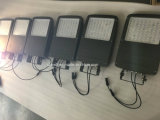 태양 전지판을%s 가진 주차장 점화를 위한 태양 에너지