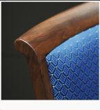 使用されるレストランを金属の椅子を見る材木(CG1607)