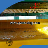 Il liquido asciuga il filtro idraulico dall'alloggiamento