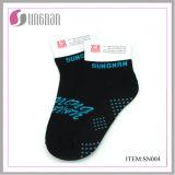 Pequeños MOQ crean el algodón para requisitos particulares, calcetines del trampolín del poliester, calcetines de la yoga