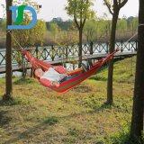 De Schommeling van de Doek van de hangmat zit de Hangmat van Hammocking Mabogany Cavas van het Bed voor