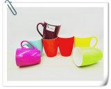 Taza de cerámica con color brillante del caramelo