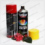 Mano libre de la muestra que sostiene la pintura de aerosol de uso múltiple