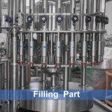 Automati&simg ; L'eau minérale pure de bouteille d'animal familier remplissant Ma&simg ; Hine/ligne