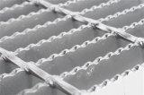 Reja de acero serrada en proyecto con la aprobación del Ce
