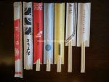 os Chopsticks de bambu de madeira de 24cm Tensoge embalaram nas luvas