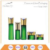 Bottiglia di profumo e pacchetto di vetro del vestito dei vasi