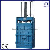 Vertikaler hydraulischer Schrott-Plastik, der Maschine aufbereitend emballiert
