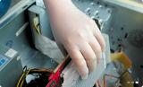 Kleines MOQ konkurrenzfähiger Preis-Wegwerfpuder-freie Nitril-Handschuhe für Elektronik-Industrie