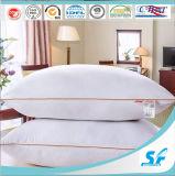卸売100%年のポリエステル空のファイバーの球の枕は低価格を満たすホテルの枕を挿入する
